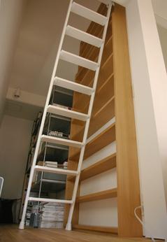 book_shelf_02.jpg