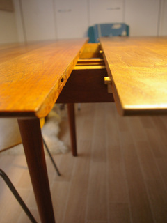 table_002.jpg